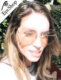 Η Αθηνά Οικονομάκου με γυαλιά Dblanc